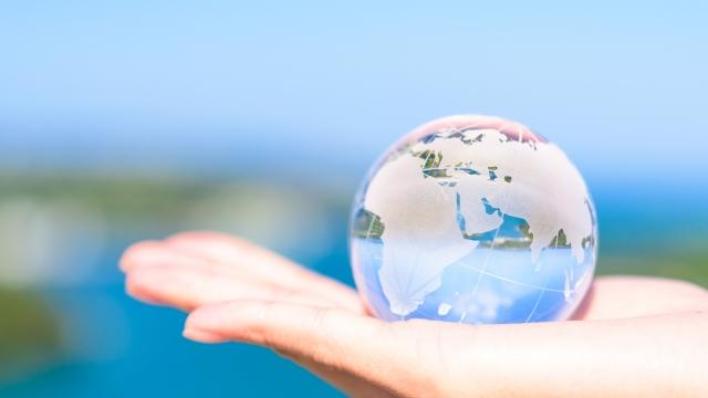 ガラス玉に映る世界、葬儀